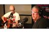 モービーとスティーヴ・ジョーンズが米ラジオ番組で共演パフォーマンスを披露