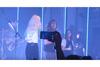 パラモアの最新ライヴにチャーチズのローレン・メイベリーとバンドの熱狂的なファンがゲスト参加