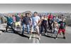 世界中を旅して出会った見知らぬ人たちと一緒にダンス 総勢1,000人と踊ったダンス映像が話題に
