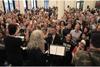 パティ・スミスとポリスのスチュワート・コープランド、250人の合唱グループと「People Have the Power」を演奏