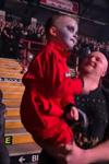 5歳の男の子がスリップノットのライヴにてノリノリでエアドラムを披露 スリップノットのドラマーも反応