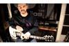 トニー・アイオミも称賛、ブラック・サバス160曲のリフをメドレー演奏するギターパフォーマンス映像が話題に