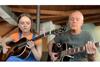 ティアーズ・フォー・フィアーズのカート・スミス、娘とのデュオで「Mad World」を演奏