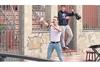 原則外出禁止のスペイン、フレディ・マーキュリーに扮した男性がストリートパフォーマンスを行うが外出禁止違反で罰金
