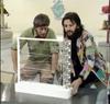 リンゴ・スター 71年に英BBC番組で自身がデザインした家具を紹介する映像がアーカイブ公開