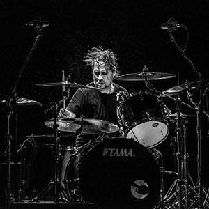 元スレイヤーのデイヴ・ロンバードが結成したパンク・バンドDEAD CROSS 初ライヴの映像がネットに