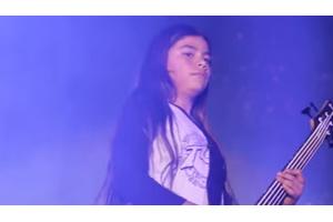 KoRnが12歳のベーシスト(メタリカ ロバートの息子)を迎えた南米ツアーのドキュメンタリー映像を公開 - amass