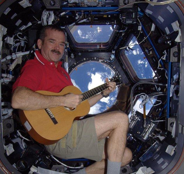 NAVER まとめネットで話題!国際宇宙ステーションの船長が教える、宇宙での生活の知恵。