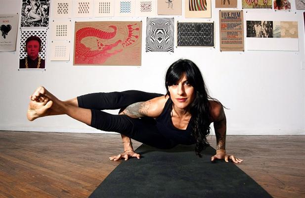 Heavy metal yoga - Neda Draupadi Honarvar