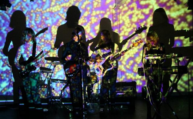 英サイケロック・バンドTOYが37分のミックスを公開 - amass