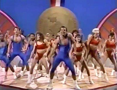 テイラー・スウィフトも紹介、テイラー「Shake It Off」と89年撮影エアロビダンス・ビデオのマッシュアップ・ビデオが話題に