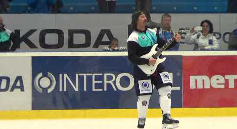 Guitar-Toting Hockey Player Cover Tom Petty on Ice