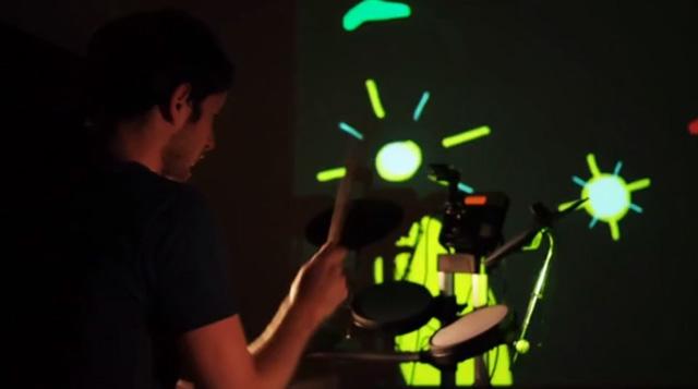 ドラム演奏でアニメーションを描く映像が話題に