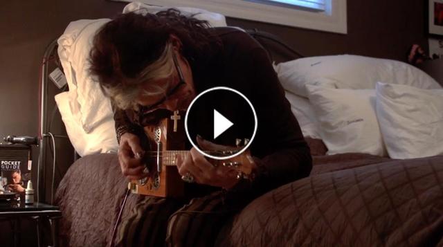 エアロスミスのスティーヴン・タイラーがエレキ・ギター演奏映像を公開