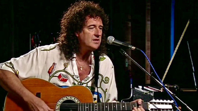 Brian May 12 string acoustic guitar performance