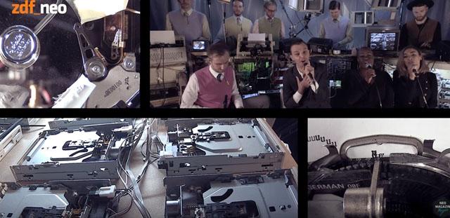 ハーツ(Hurts)がフロッピーディスク・ドライブやプリンター等と共演、機械音をバックにパフォーマンス