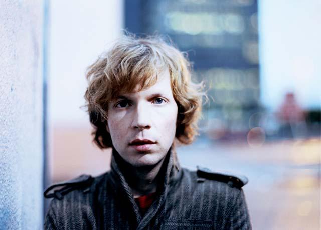 祝・誕生日:Beck、2000年日本武道館公演のライヴ映像90分が話題に