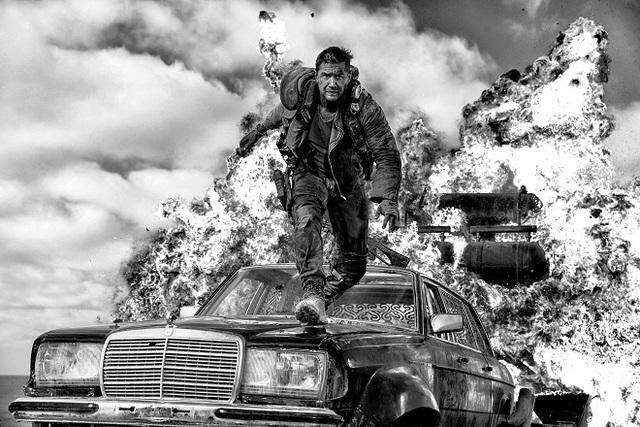 マッドマックス 怒りのデス・ロード ブラック&クローム エディション  (C)2015 VILLAGE ROADSHOW FILMS (BVI) LIMITED (C)2016 WARNER BROS. ENT. ALL RIGHTS RESERVED