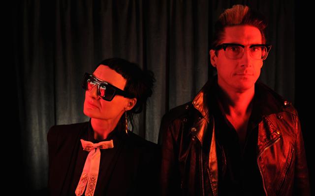 ニッツァー・エブ参加、デトロイトのエレクトロ・ポップ・デュオADULT.が新曲「They're Just Words」を公開