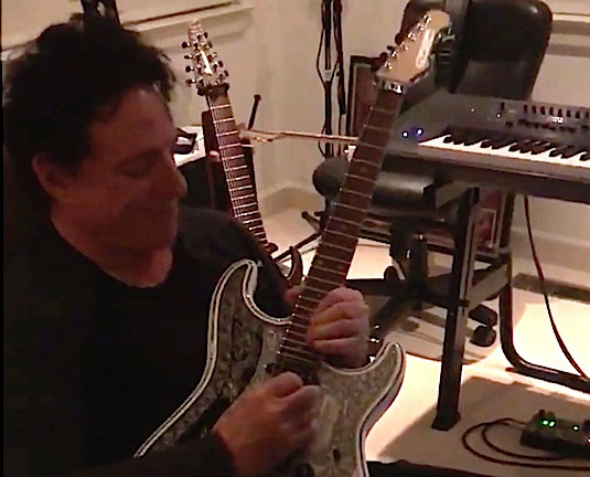 Neal Schons Plays his IHush