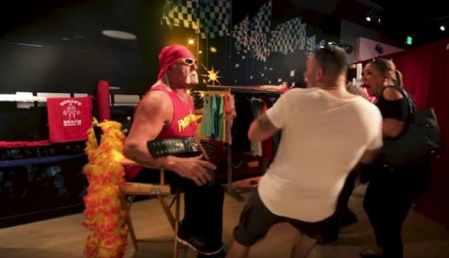 Hulk Hogan Pranks Fans Disguised as Wax Figure!