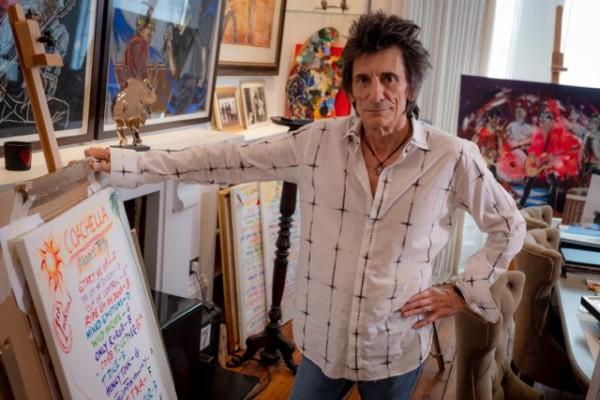 ロニー・ウッドが描くローリング・ストーンズのセットリストをまとめたアート本が出版決定