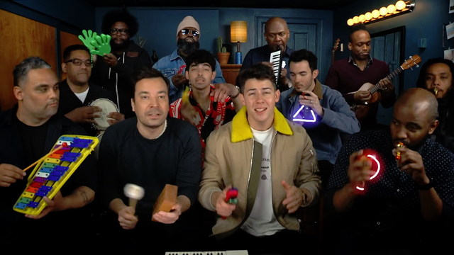 Jimmy Fallon, Jonas Brothers & The Roots Sing