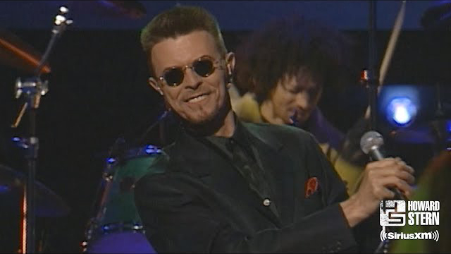 """David Bowie """"Fame"""" at Howard Stern's 1998 Birthday Show"""