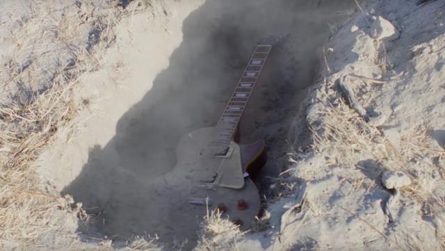 Guitar MAX - I Buried My Guitar in the Desert...