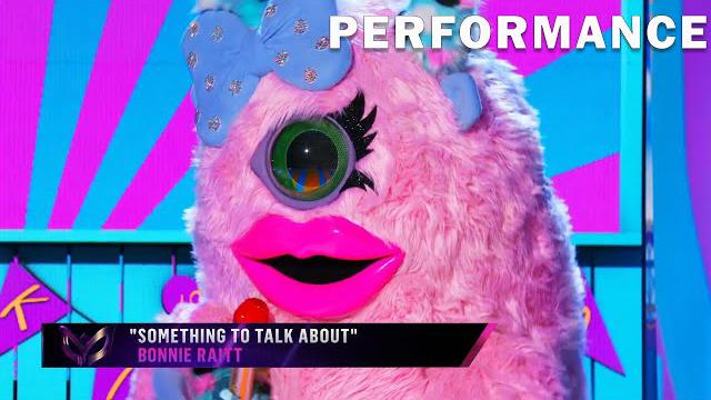 Miss Monster sings