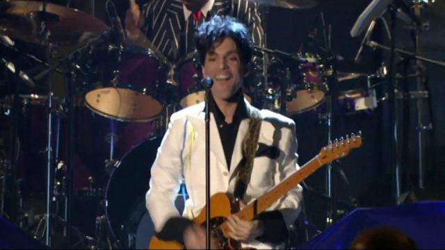 Prince performs at the 2004 Rock & Roll Hall of Fame Induction Ceremony